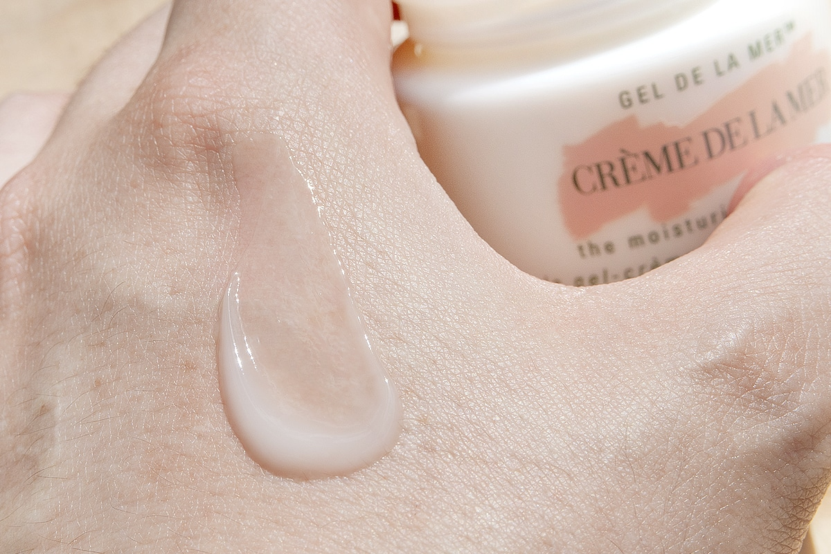 Crème de la Mer The Moisturising Gel Cream back of the hand swatch
